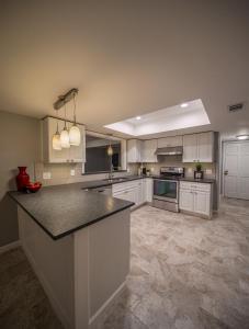 Complete-Modern-Kitchen-Redesign-Granite-countertops