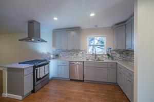 Full-Modern-Kitchen-Remodel-Stainless-Appliances-painted-cabinets