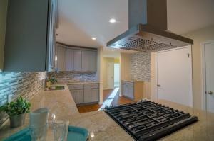 Full-Modern-Kitchen-Remodel-range-with-stainless-range-hood