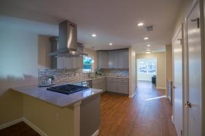 Full-Modern-Kitchen-Remodel-with-breakfast-bar